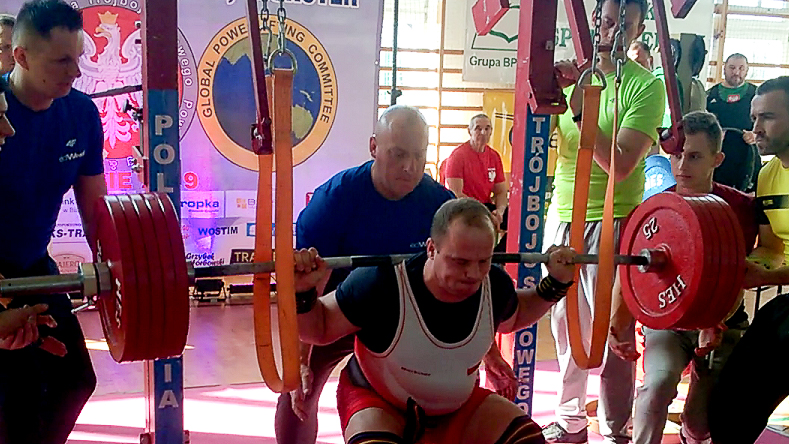 Mariusz Rufkiewicz z dwoma rekordami na zawodach siłowych w Zalesiu