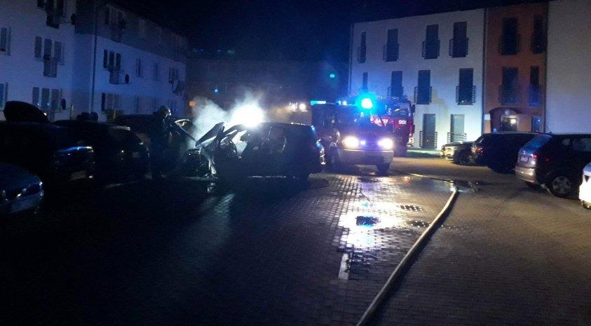 Spłonęły 3 auta w Czaplinku - zdjęcia