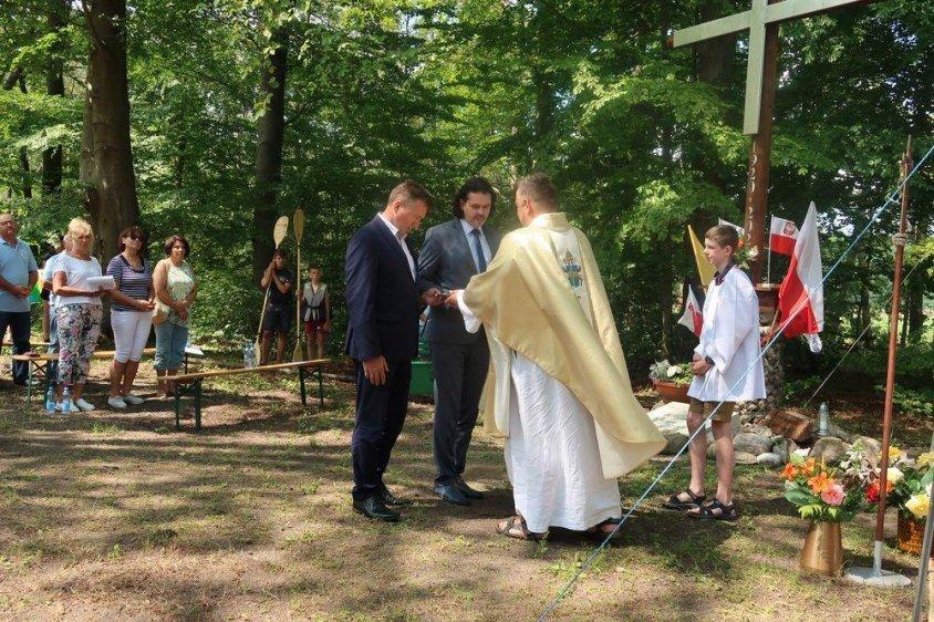 W zatoce Henrykowskiej poświęcono krzyż upamiętniający 100. rocznicę urodzin Karola Wojtyły