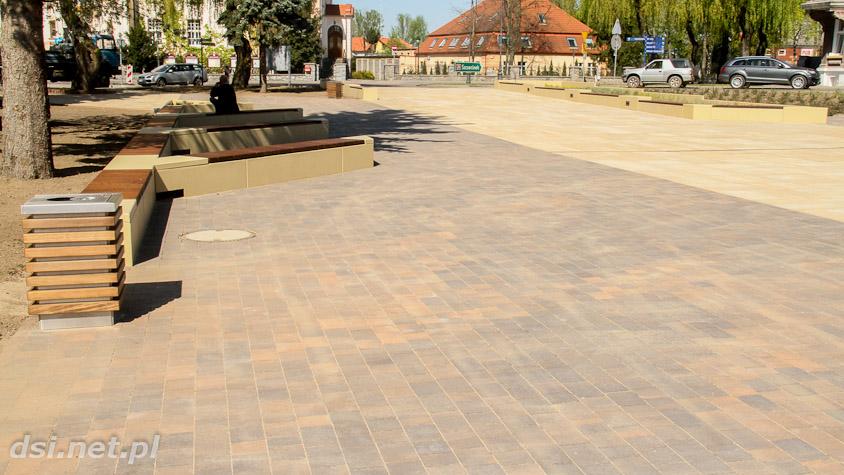 Plac przy Centrum Kultury im Eugeniusza Poniatowskiego