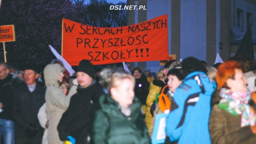 Strajk edukacji: Nauczyciele zorganizowali protest w centrum Drawska Pomorskiego