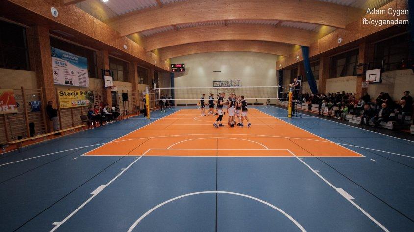 To był zaciekły mecz siatkówki: UKS Olimpijczyk – SMS Police