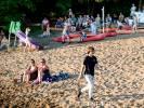 Wakacje i taczka pełna lodu na plaży w Kaliszu Pomorskim