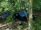 2020-06-04 Auto za zahaczyło o korzeń i poszybowało 20 metrów