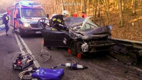 Drzewo spadło na samochód na drodze od Połczyna-Zdroju w kierunku Czaplinka