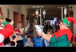 Terapeuci pojechali z bajką i prezentami do chorych dzieci w Szczecinie