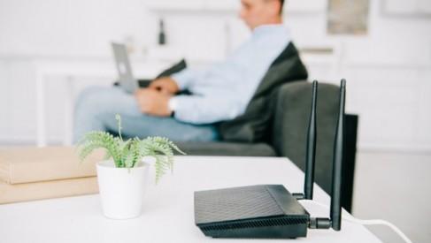 Jak wzmocnić sygnał internetu? Poznaj 5 skutecznych sposobów