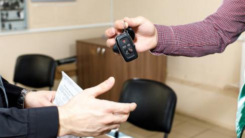 Co należy sprawdzić przed podpisaniem umowy kupna sprzedaży samochodu?