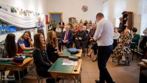 Edukacja regionalna. Nowe sposoby prezentacji historii w drawskiej podstawówce. Uroczystość