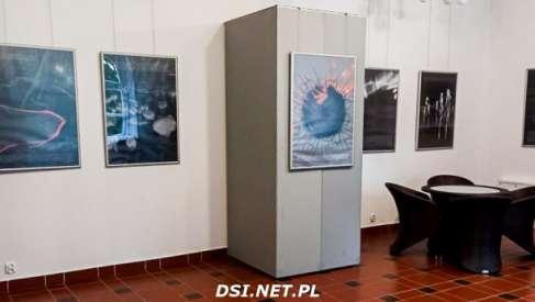 """Wystawa """"Ocean"""" w galerii pałacowej. Powstała na podstawie fragmentów powieści """"Solaris"""""""
