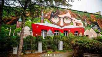Ten mural już zdobi drawską bibliotekę. Mieszkańcy są zachwyceni. Zobacz zdjęcia i film