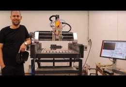 Arek Tobiszewski wybudował profesjonalną obrabiarkę CNC