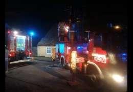 Nocne zmagania strażaków z pożarem komina