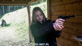 Na strzelnicy w Złocieńcu uczniowie uczą się strzelać