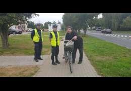 Policjanci zachęcali do życzliwości na drodze i chodniku