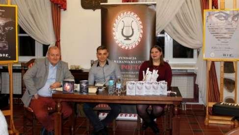Wieczór poetycki młodych poetów: Zofii Burzyńskiej i Sebastiana Rosa
