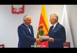 Umowa wsparcia na renowację hali sportowej w Wierzchowie podpisana