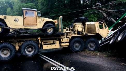 Duże siły strażackie zmobilizowane do wypadku z udziałem amerykańskiego sprzętu wojskowego