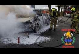 Strażacy pilnie wezwani do płonącego samochodu