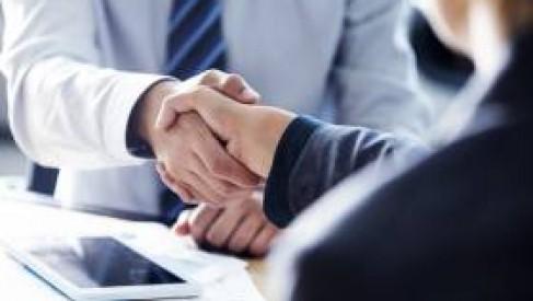 Z jakich usług w kancelarii prawnej może skorzystać przedsiębiorstwo?