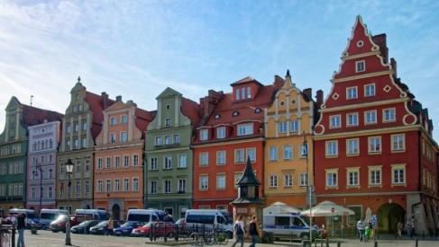 Planujesz zwiedzanie Wrocławia? Najsprawniej i najwygodniej będzie wynająć samochód