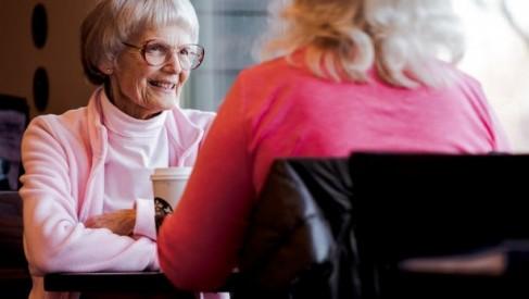 Jak wygląda zatrudnienie i praca opiekunki do starszych osób?
