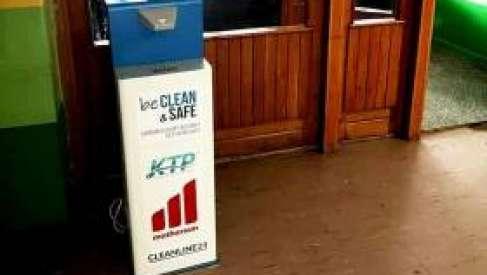 KTP przekazał do szkół automaty dezynfekujące