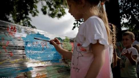 """Festyn rodzinny w przedszkolu w Drawsku Pomorskim pod hasłem """"Chcecie być w dobrym humorze, czytajcie książki o każdej porze"""""""