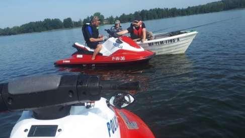 Policjanci patrolują wody