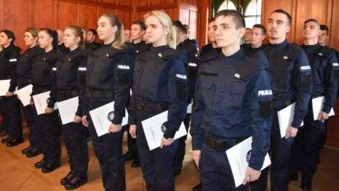 Nowi policjanci wypowiedzieli słowa roty