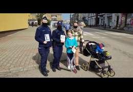 Policjanci rozmawiali z mieszkańcami o smartfonach