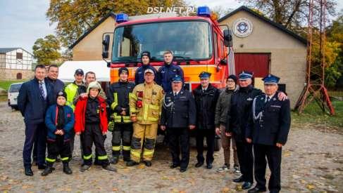 Jest o 20 lat młodszy i przyjechał ze Szwajcarii. Wóz bojowy strażaków z Siemczyna
