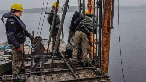 Ciekawostka: Żołnierze budowali most na jez. Lubie