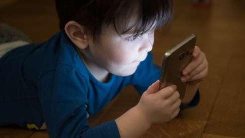 Psycholog z drawskiej poradni: Budowanie więzi w rozwoju dziecka