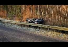 Właśnie dachował samochód na drodze w okolicach Mielenka. Uważajcie